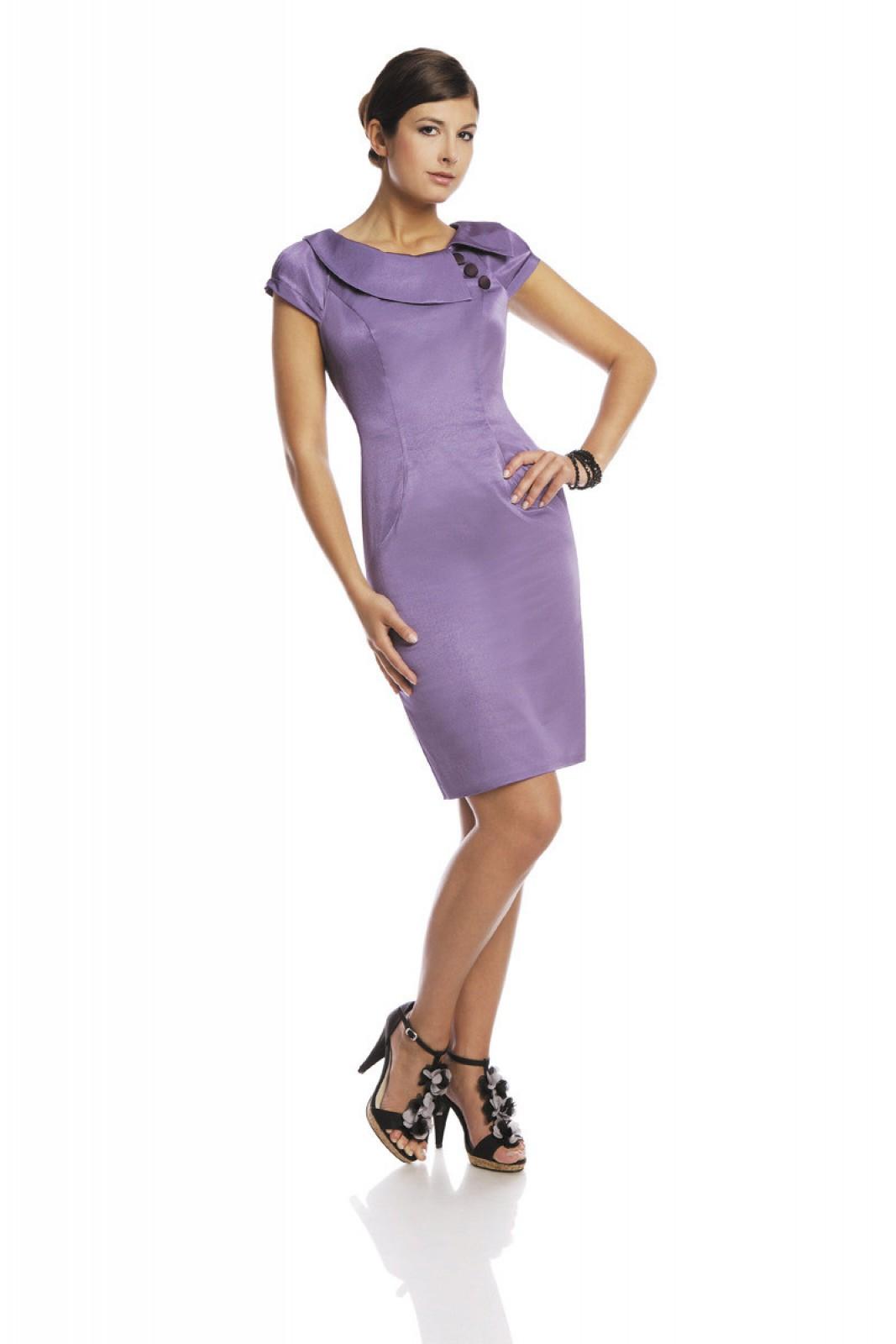 Glänzendes Kleid mit asymmertrischem Kragen und Raglan-Ärmeln - ...